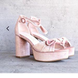 Chinese laundry Tina velvet platform sandal rose